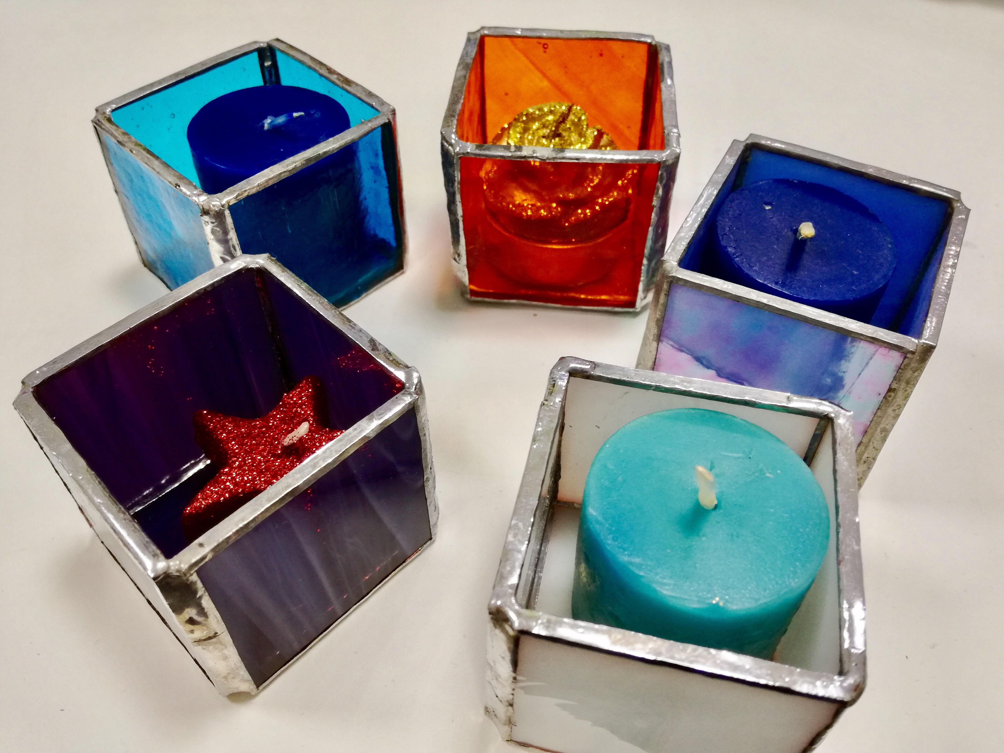 Foto di 5 portacandele colorati